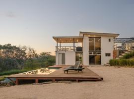 Modern Beach House with Stunning Views - Sleeps 4, hotel in Guanacaste