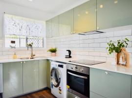 Burrows Apartment, pet-friendly hotel in Gold Coast