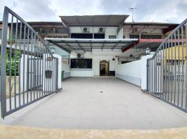 Kuala Lumpur Duta Terrace House by BeeStay, villa in Kuala Lumpur