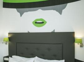 OH NICE REVELLIN CEUTA, hotel in Ceuta
