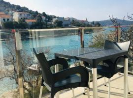 RIVA Seafront holiday apartments, budget hotel in Rogoznica