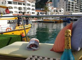 Jasmine Coral Jay Boutique Botel, hotel in Gibraltar