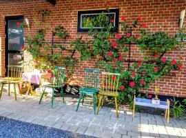 Tango Garden house -5 minute walk to LEGO house, hótel í Billund