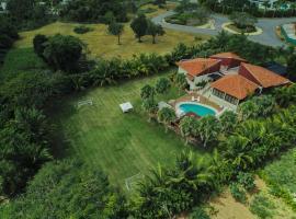 Villa Las Canas, hotel with jacuzzis in La Romana