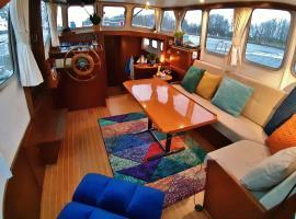 Motor Yacht Almaz, bateau-hôtel à Amsterdam