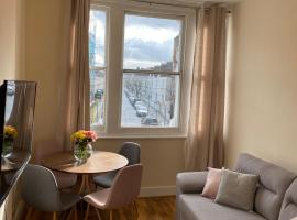 apartment Lavender Hill, hotel in London