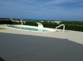 Casa Caribe do Nordeste, hotel with pools in Beberibe
