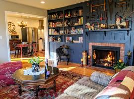 The Roost home, hotel in Hendersonville
