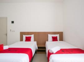 RedDoorz Syariah near Lapangan Pancasila Simpang Lima, hostel in Semarang