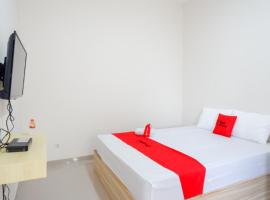 RedDoorz near Pacific Mall Tegal 2, guest house in Tegal