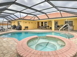 Modern Florida Oasis near Cape Coral Parkway!, Hotel mit Whirlpools in Cape Coral