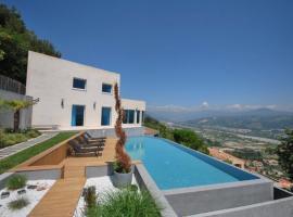 Exceptional Californian Villa, Panoramic Sea View, Infinity Pool, hotel en Saint-Laurent-du-Var