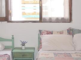 HOSTAL TILIAN, guest house in Salta