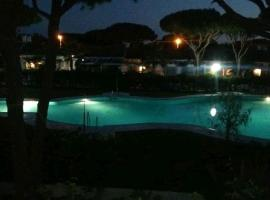 Bonito apartamento de 2 dormitorios en Los Veleros con WIFI- La Barrosa-, apartamento en Chiclana de la Frontera
