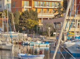 Hotel De La Darse, hotel near Cap Ferrat Lighthouse, Villefranche-sur-Mer