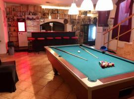 Whole basement former pub3 for bachelor / bachelorette party, דירה בבודפשט