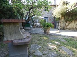 Secluded Holiday Home in Barberino del Mugello with Garden, hotel in Barberino di Mugello