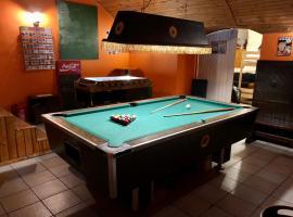 whole basemenet former pub4 stag do/hen party, Ferienwohnung in Budapest