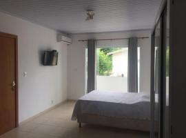 Praia de Vilas Mobiliado com Ar - Energia cobrada a parte, hotel in Lauro de Freitas