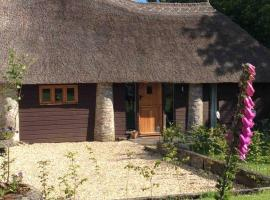 Unique Thatched Retreat near Salcombe and Beaches, hotel in Kingsbridge