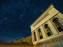 Luxury Riad Dades, hotel in Aït Idaïr