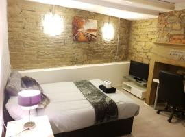 TOPAZ TOWN HOUSE No 36, hotel in Huddersfield