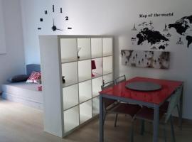 Giordiehouse2, apartment in Latina
