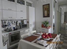 Unique View to Tverskaya Square near Kremlin. Cosy., apartment in Moscow