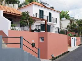 Casa Tia Maria, a Home in Madeira, hôtel à Ponta do Sol