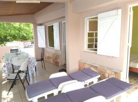 Maison d'une chambre a Les Anses d'Arlet avec magnifique vue sur la mer terrasse et WiFi, Villa in Les Anses-d'Arlets