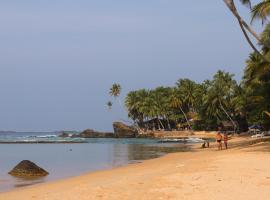 Galawatta Beach Resort, отель в Унаватуне