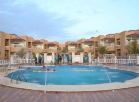Dolphin Beach Resort, hotel perto de Musmak Museum, Iambo