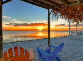 Casa de Playa - Waterfront with Amazing Sunset, Pool and WIFI, vacation rental in Tampa