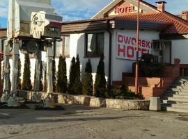 Hotel i Restauracja Dworski, hotel in Przecław