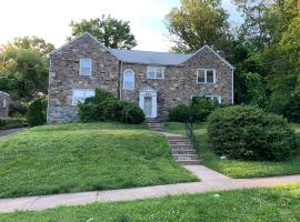 Stone Home at City Line, vacation rental in Philadelphia