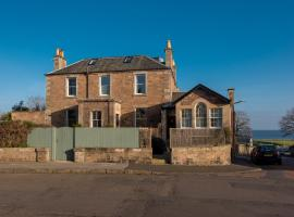 Magnificent 6 bedroom house 5 mins from beach, golf course and station., hotel in North Berwick