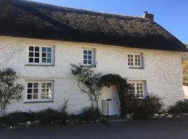 The Thatched Cottage, hotel in Truro