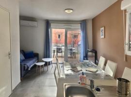 Pavillon pour 6 personnes V01, pet-friendly hotel in Valras-Plage