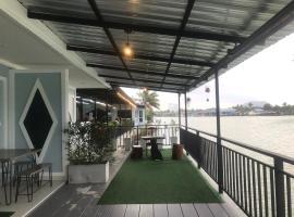 Chaiyai river front hotel, hotel in Sichon