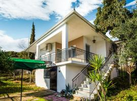 Comfy Holiday Home in Asprovalta with Balcony, ξενοδοχείο στην Ασπροβάλτα