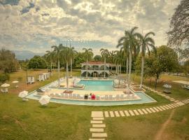 Hotel Arena Santa Fe de Antioquia, hotel in Santa Fe de Antioquia