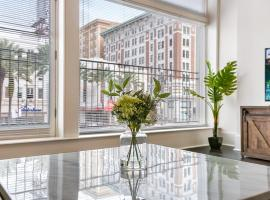 1 and 2 BR Luxury Condos Steps Away From French Quarter, hotel in New Orleans