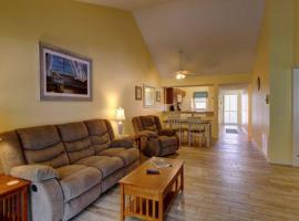 2nd FL 2 BR End Unit condo with Vaulted Ceilings in Plantation Golf Club, apartment in Venice