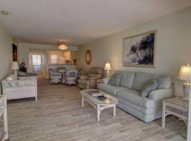 2BR Ground Level Condo with Pool 10 Minutes to Beaches with golf Course Views, apartment in Venice