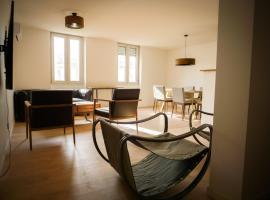Grand appartement moderne et bien equipé plein centre, hotel in Castres