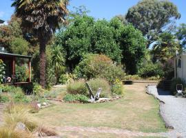 Off The Beaten Track Accommodation & Bike Hire, villa in Murchison