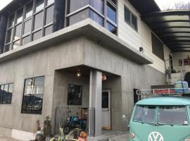 Guesthouse KICHI Miyajima base, hostel in Hatsukaichi