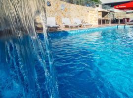 Apartments Toni 2000, hotel with pools in Podstrana