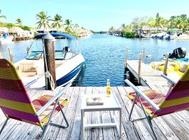 Tiny house on the water with dock, vacation rental in Key Largo
