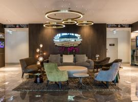 The Branksome Hotel & Residences, apartment in Sydney